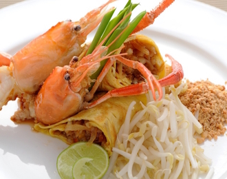 Thai style fried noodle with river prawns and tamarind sauce 190.-