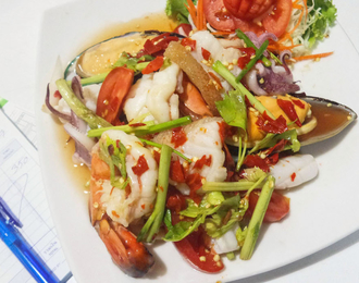Hot and spicy mixed seafood salad 280.-