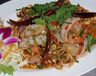 Hot & spicy shrimp salad with lemon grass 280.-
