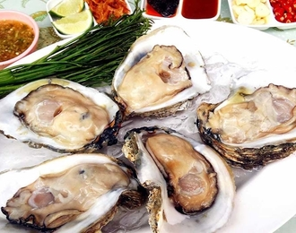 Fresh southern oyster served with chili dip(each) 90.-
